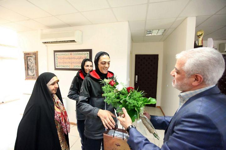 دلجویی رادیو ورزش از خواهران منصوریان
