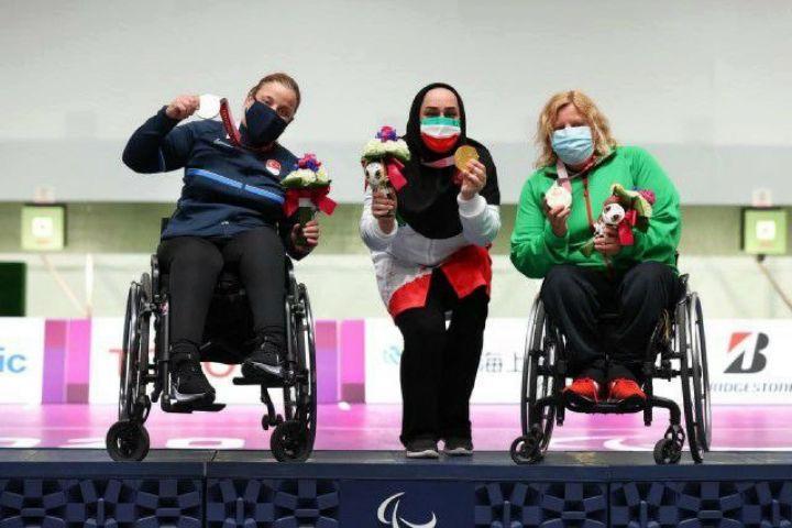 تصاویری از اهدا مدال ساره جوانمردی و اشک شوق بعد از کسب طلا